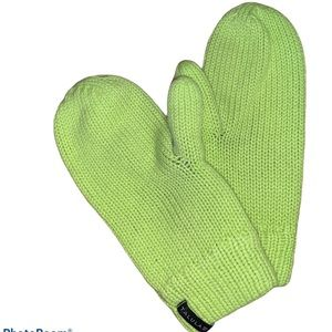 $5/purchase Aritzia Talula Women's Green Mittens